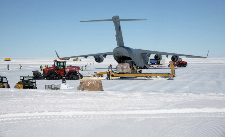 Die grössten Flugzeuge, die in die Antarktis fliegen, sind die C-17-Transporter der US-Amerikaner