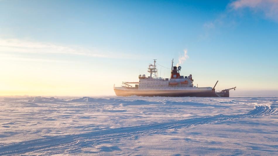 Der Forschungseisbrecher Polarstern wird die Forscher aufs arktische Eis bringen und als Basis für Eisstationen dienen. Foto: Alfred-Wegener-Institut / Stefan Hendricks