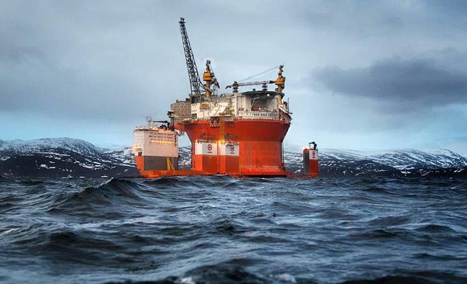 Die Ölplattform Goliat ist zurzeit die grösste Anlage weltweit. Sie liegt jetzt 85 km nördlich von Hammerfest an der norwegischen Küste und ist die nördlichste Ölplattform der Welt. Bild: Evgenia Arbugaeva, National Geographic